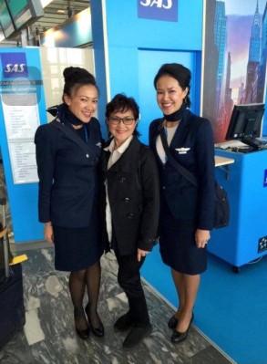 ลูกสาวทั้งสองคน เป็น แอร์โฮเตส ของสายการบินสแกนดิเนเวียแอร์ไลน์ SAS