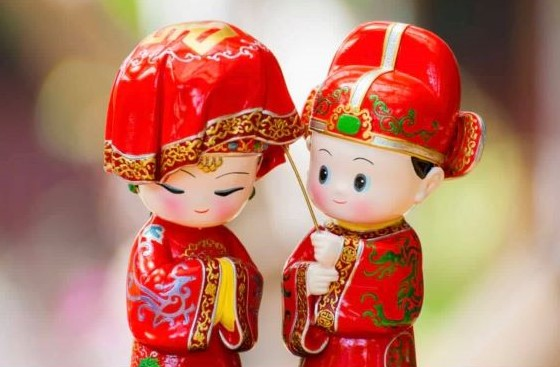 """ความรัก """"สาวไทย หนุ่มจีน"""" จดทะเบียนสมรสและทำวีซ่า"""